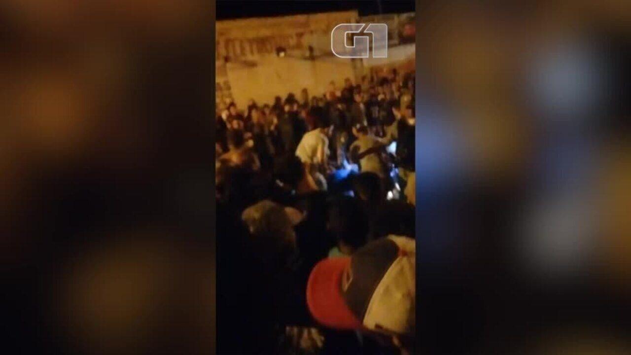 Duas pessoas são baleadas durante prévia carnavalesca em Floriano, no Piauí