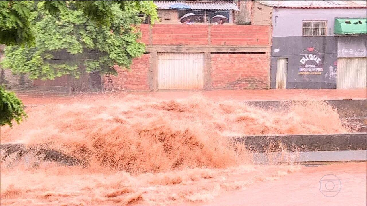 Moradores da região metropolitana de BH contabilizam estragos de temporal