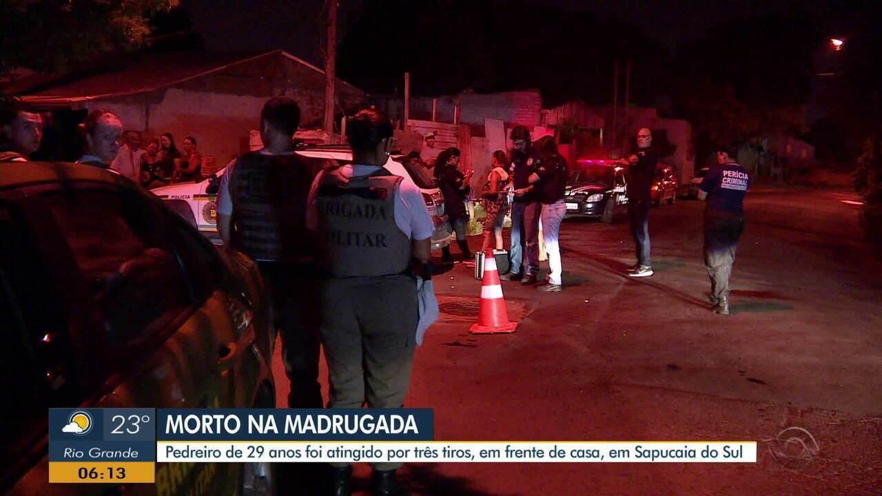 Homem é morto a tiros em frente a sua casa, em Sapucaia do Sul