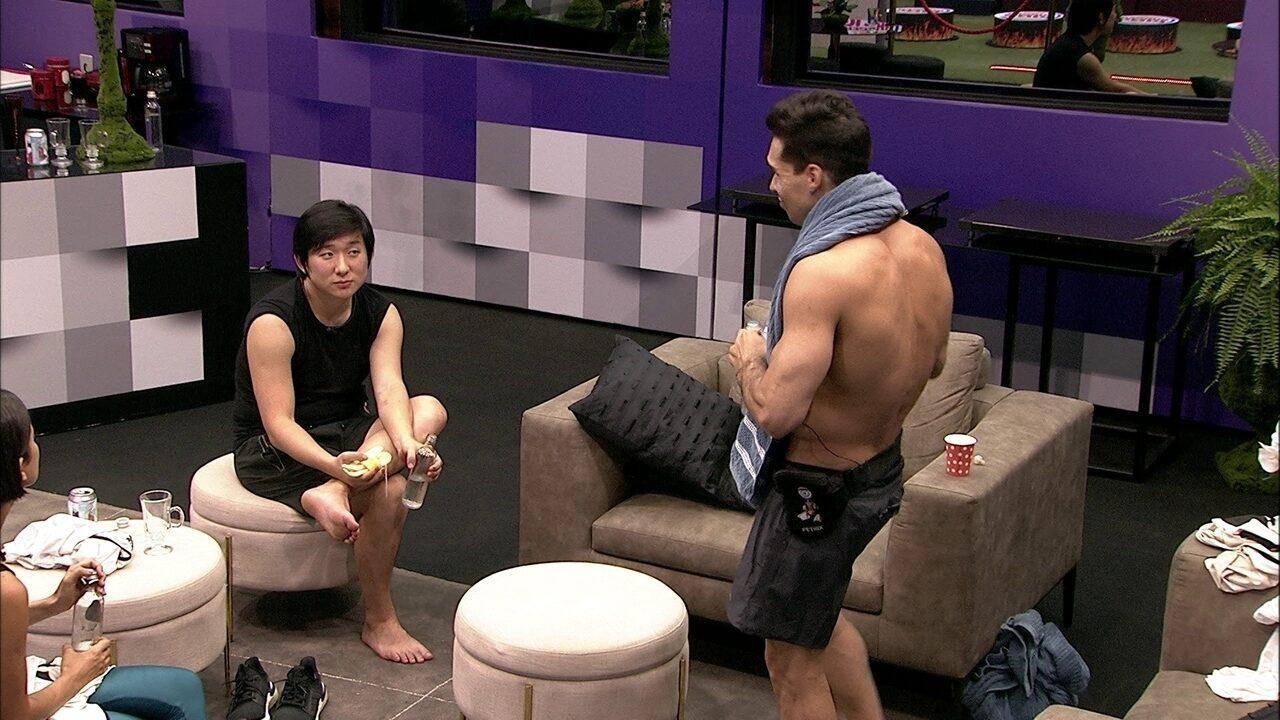 """Pyong comenta divisão da casa: """"Vai ficar rixa de grupo"""""""