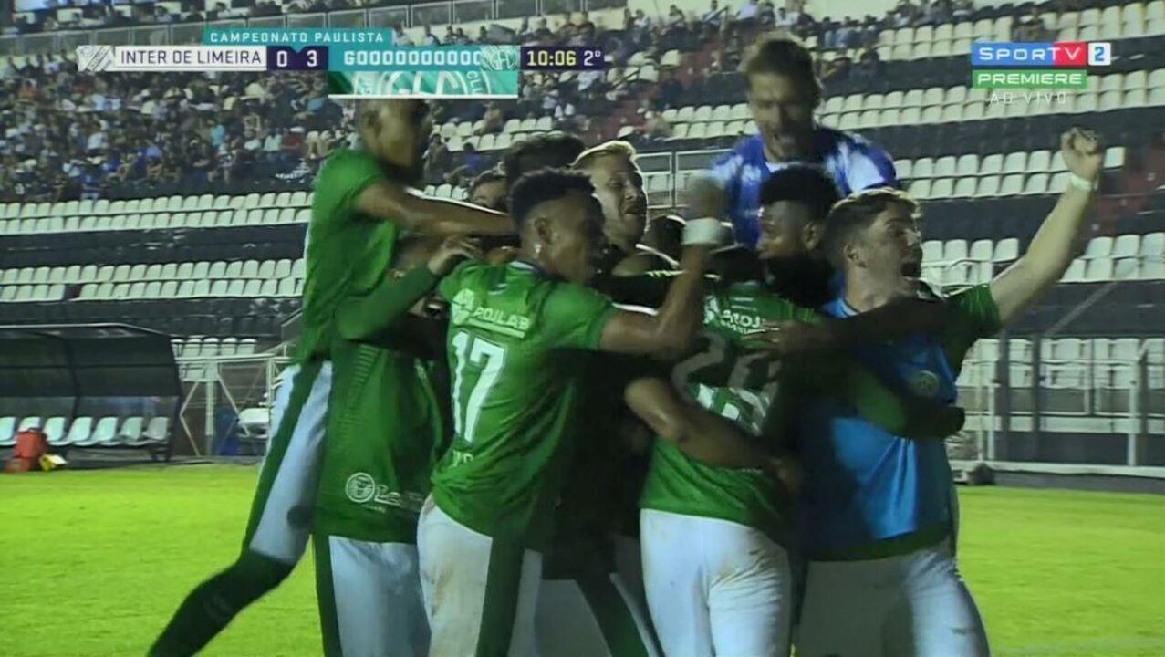 Júnior Todinho manda para o gol após cobrança de escanteio aos 9 minutos do 2º tempo