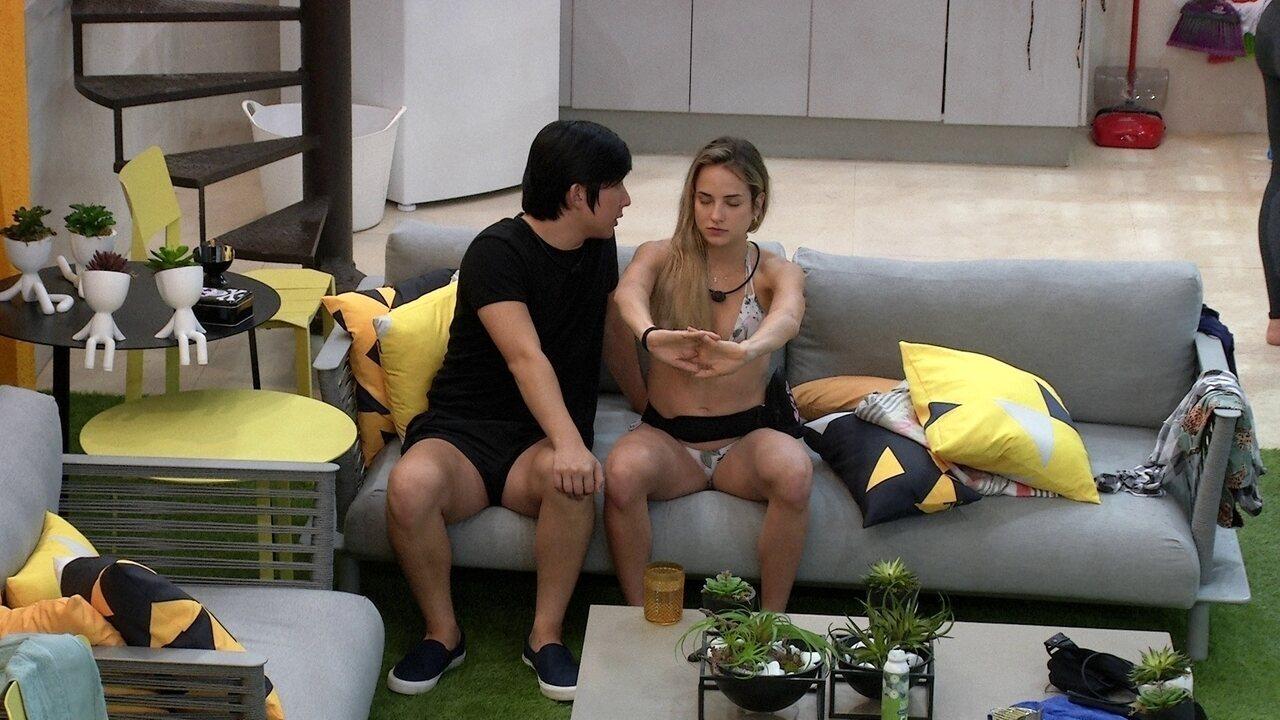 Pyong faz hipnose com Gabi