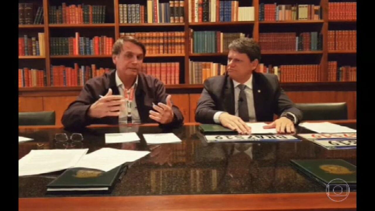 """""""Cada vez mais, o índio é um ser humano igual a nós"""", diz Bolsonaro em live"""