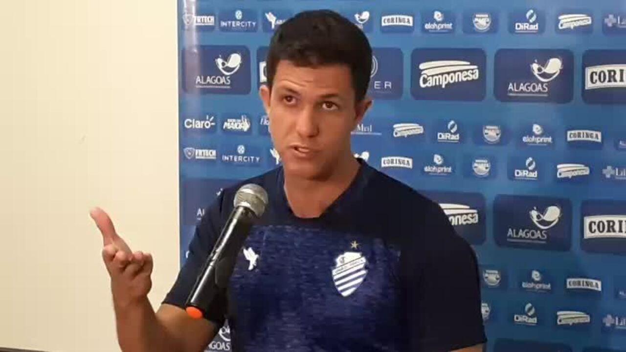 Barbieri fala sobre o goleiro Caíque e diz que ele evoluiu no segundo tempo