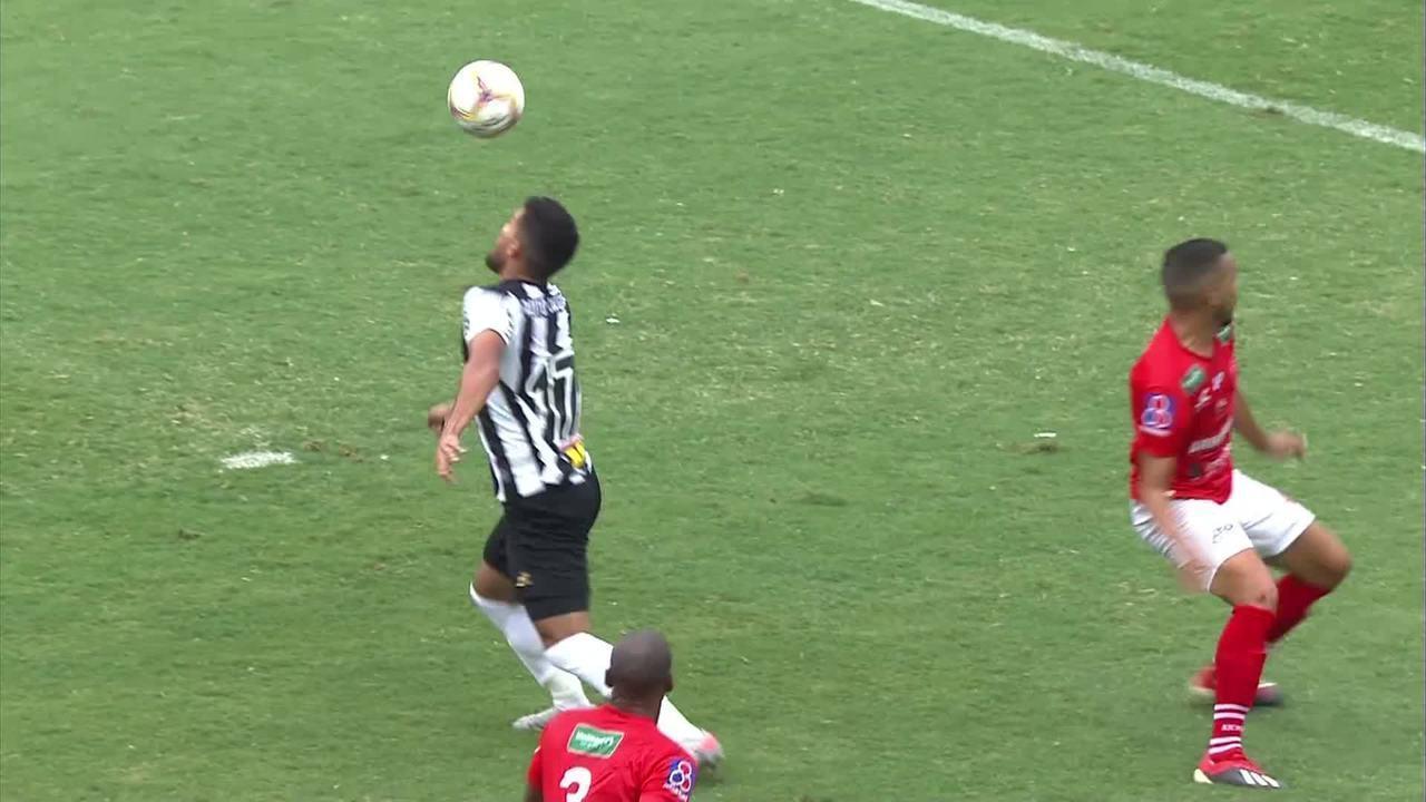 Gol do Atlético-MG! Bruno Silva mata no peito, tira da zaga e faz um golaço, aos 23 do 2T