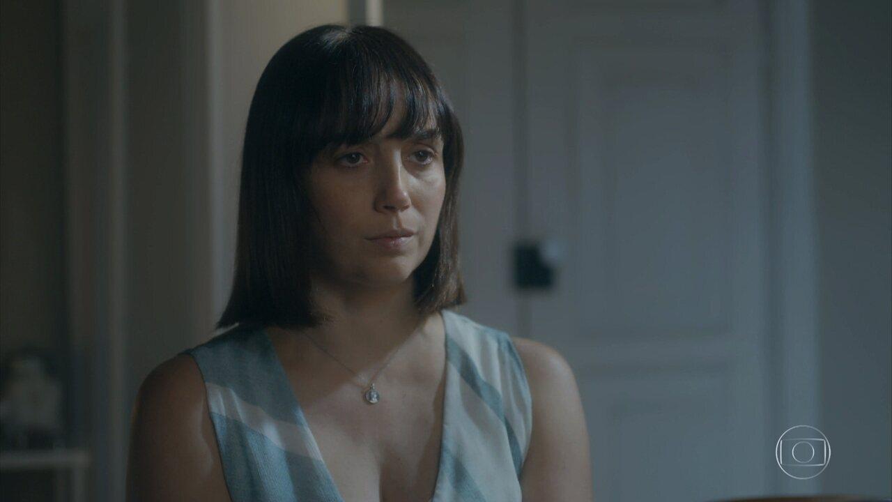 Clotilde descobre que está grávida de Almeida