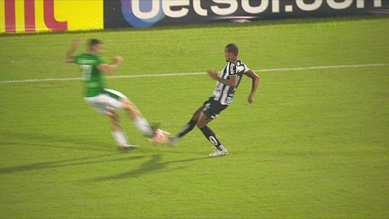 Pra rua! Lucas Abreu chega duro em Luiz Felipe e leva cartão vermelho, com menos de 1 minuto do 2º