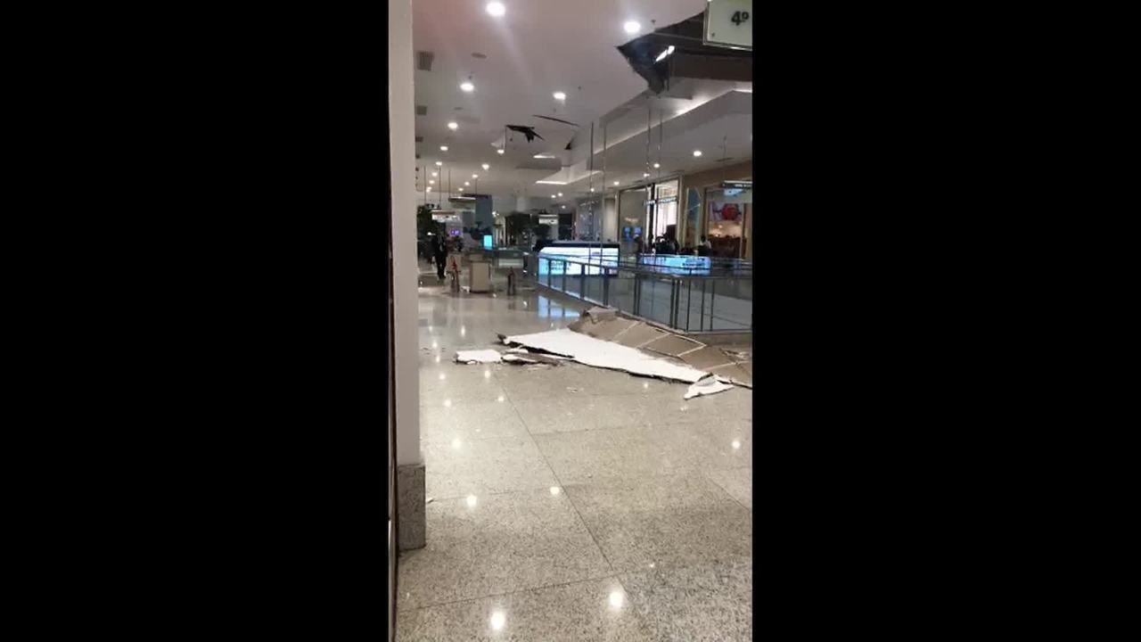 Parte do teto do BH Shopping desabou durante temporal em Belo Horizonte