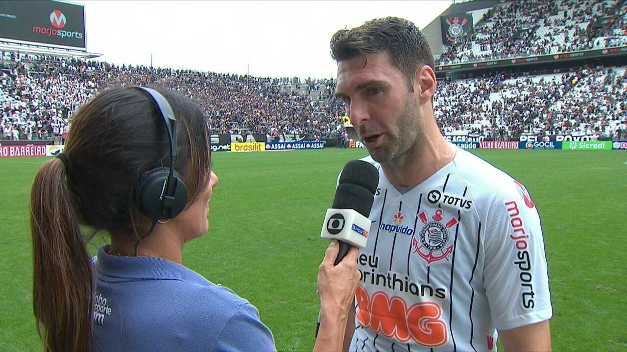 Boselli dá entrevista após a vitória do Corinthians sobre o Santos.