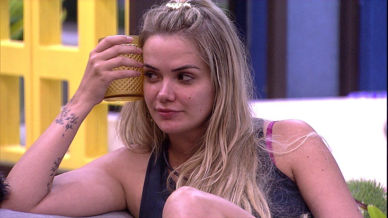 Marcela comenta que gostaria de conversar com Hadson
