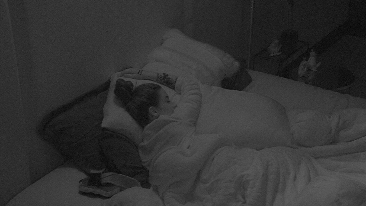 Guilherme cede cama do Quarto do líder para Bianca que elogia: 'Você é muito querido'