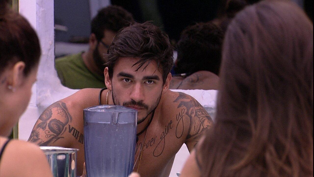 Mari diz que Guilherme é diferente dos brothers e Lucas brinca: 'Ele fala baixo'