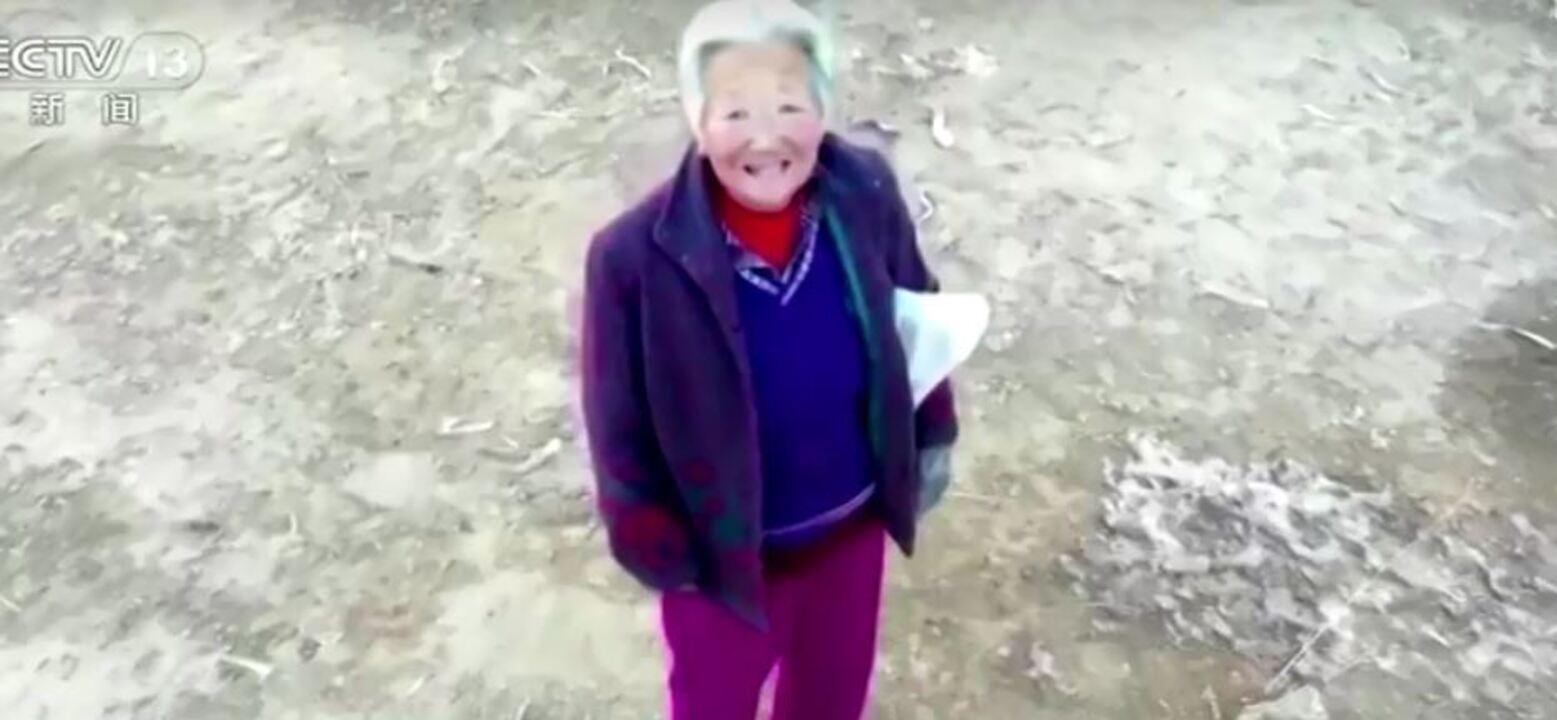 Membros de comunidade na China fazem uso de drones para alertar pessoas coronavírus