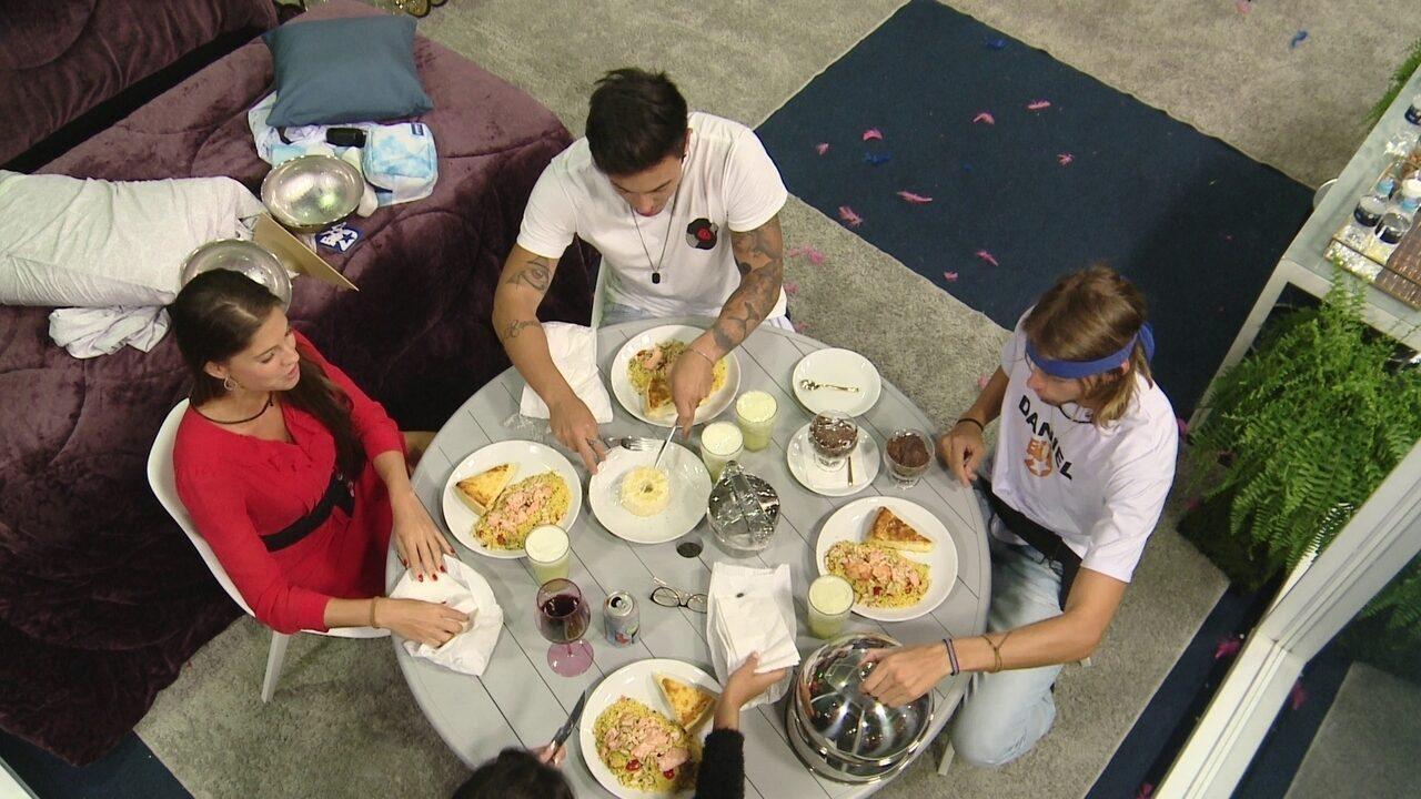 Casa de Vidro: Caon, Daniel, Ivy e Renata se reúnem para jantar
