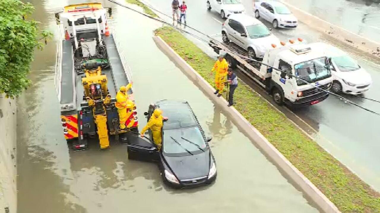 Chuva causa alagamentos e interdições em São Paulo