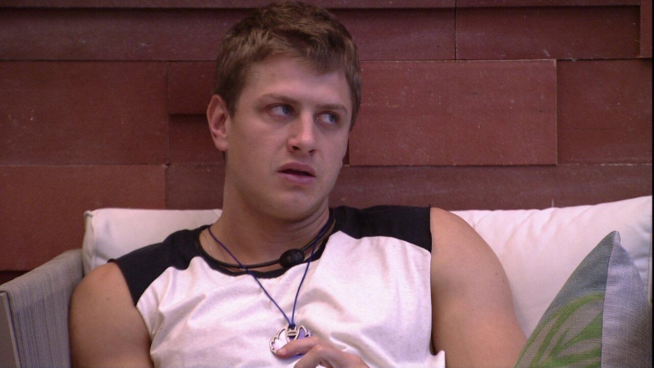 Lucas confessa para Felipe: 'Sinceramente, para o meu jogo, seria melhor você sair'