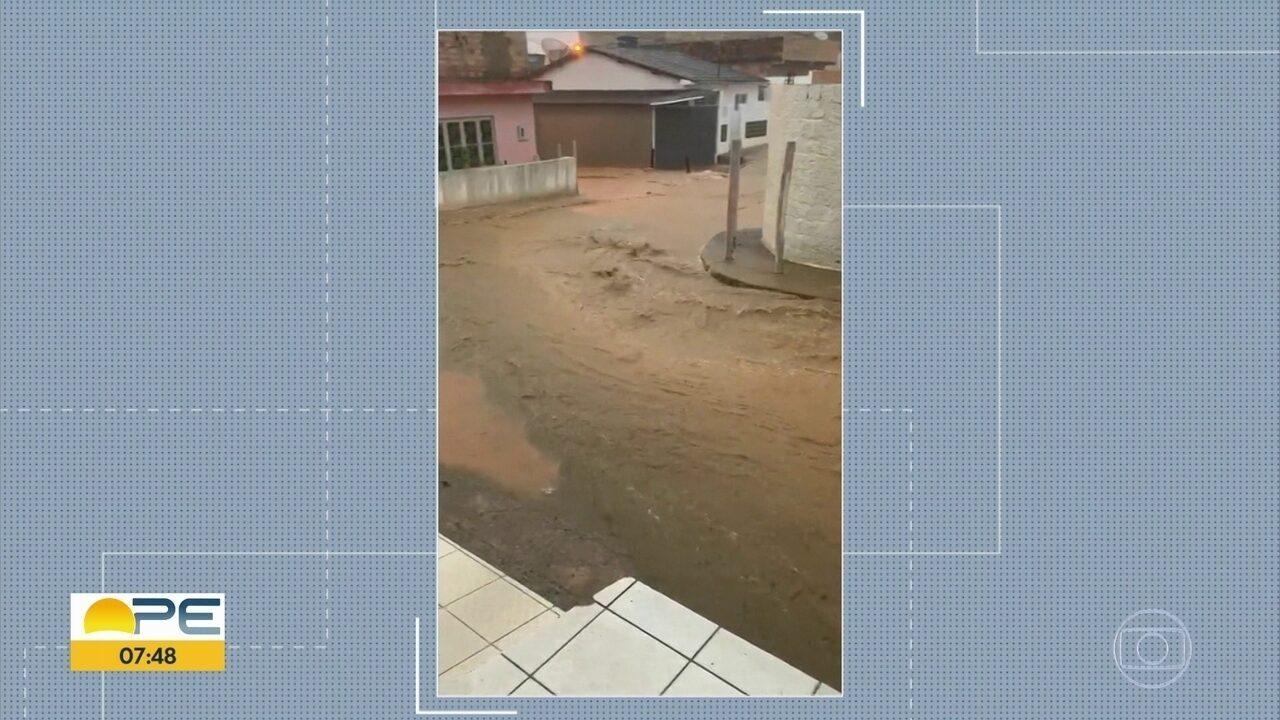 Chuva causa alagamentos e transtornos em Ribeirão