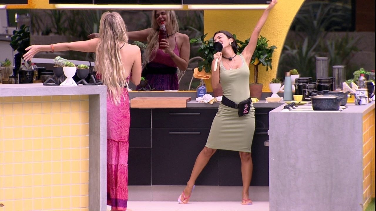 Marcela e Manu fazem dueto na cozinha da Xepa