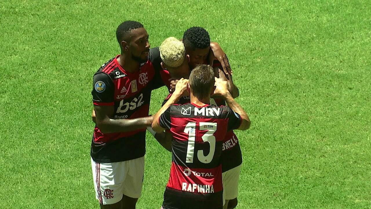 Gol do Flamengo! Gabigol cruza na medida para Bruno Henrique abrir o placar, aos 14' do 1º tempo