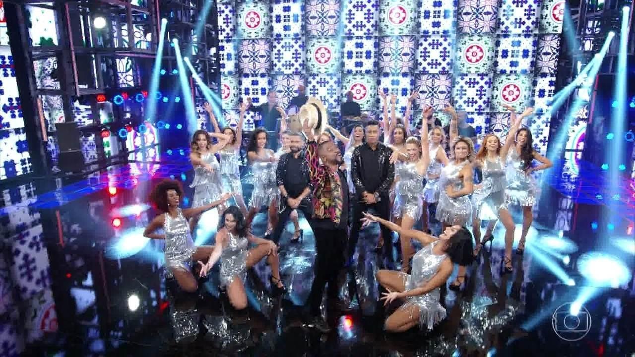 Alexandre Pires canta 'Sai da Minha Aba'