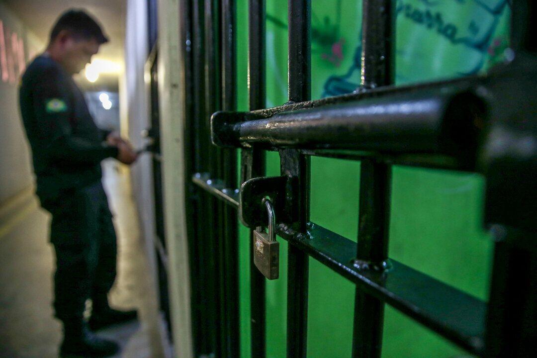 Em um ano, percentual de presos provisórios cai no Brasil e superlotação diminui