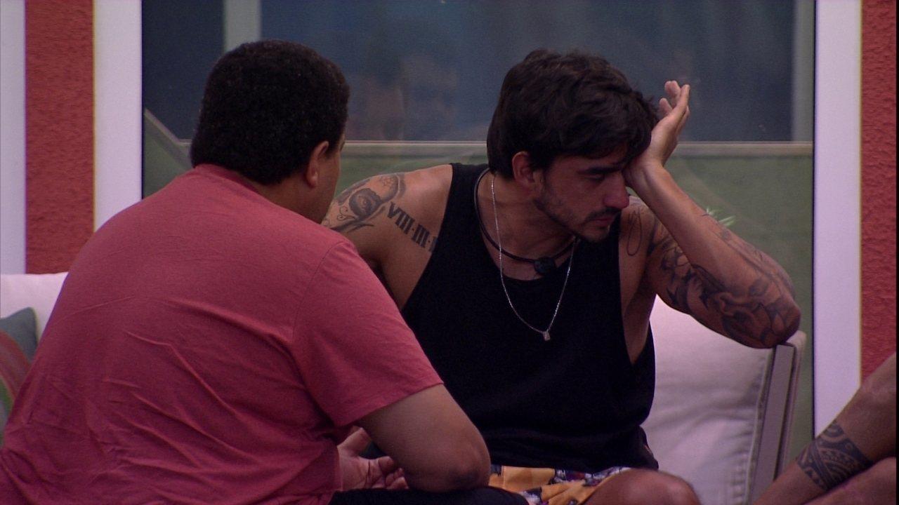 Guilherme chora e aponta motivo de Gabi estar diferente com ele: 'Por causa da Bianca'