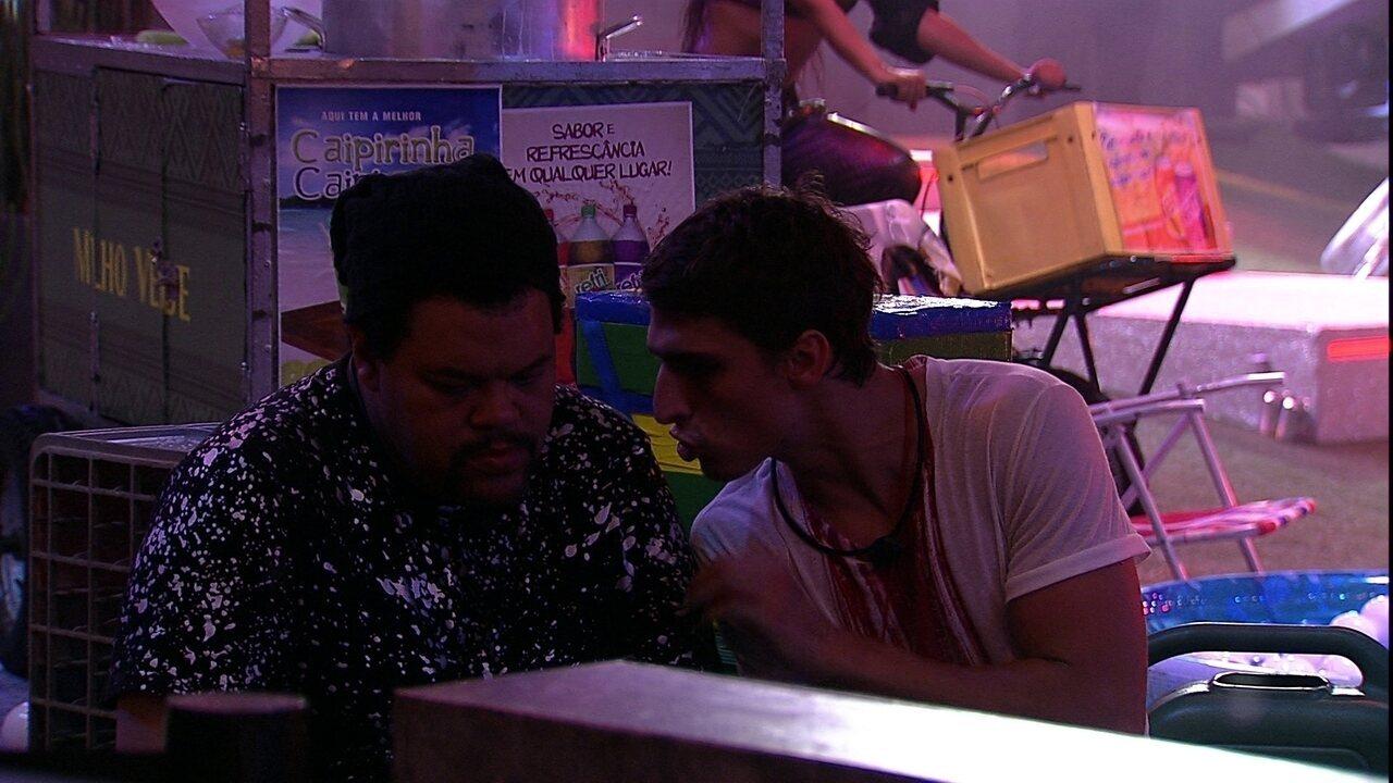 Felipe sugere blefar com Pyong:'Quero saber o jogo dele'