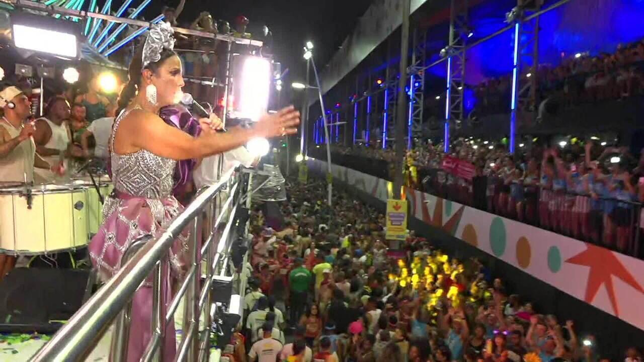 Ivete leva o 'Reino da Mainha' para desfile em Salvador