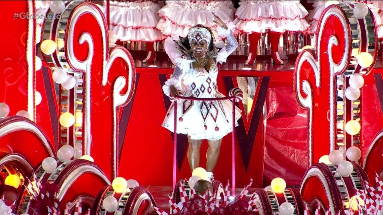 Margareth Menezes desfila como destaque em alegoria da Viradouro