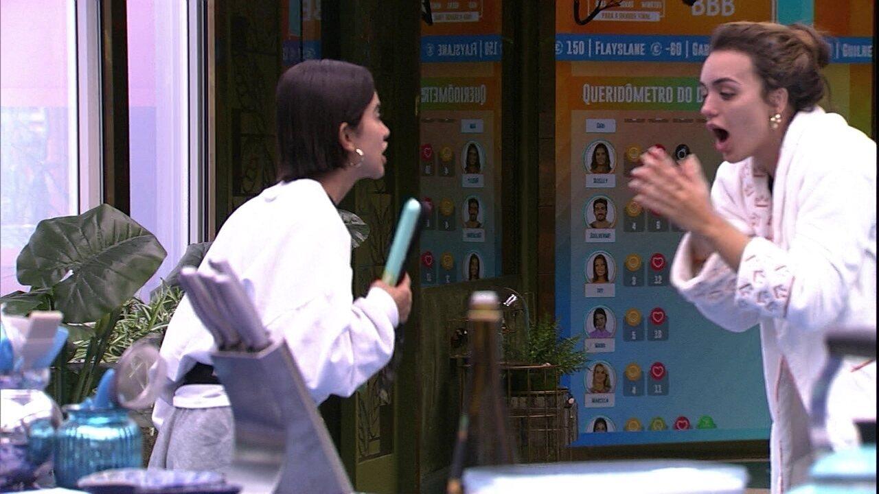 Rafa e Manu comemoram chegada de chapinha para o cabelo