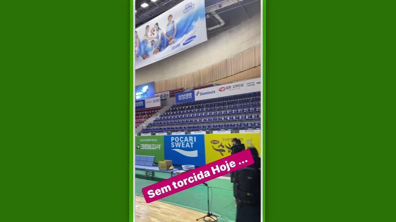 Damiris mostra ginásio de basquete com arquibancadas vazias na Coreia do Sul por causa do coronavírus