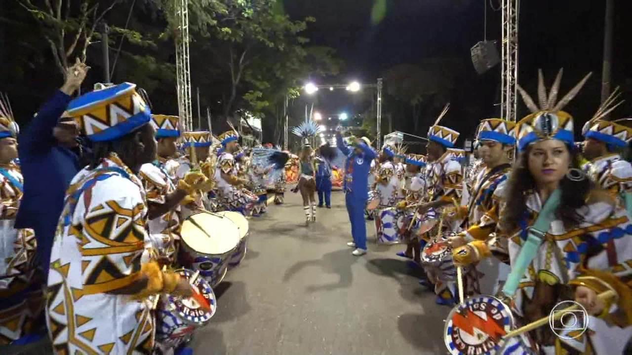 Confira os melhores momentos das escolas Raio de Sol e da Unidos dos Guaranys