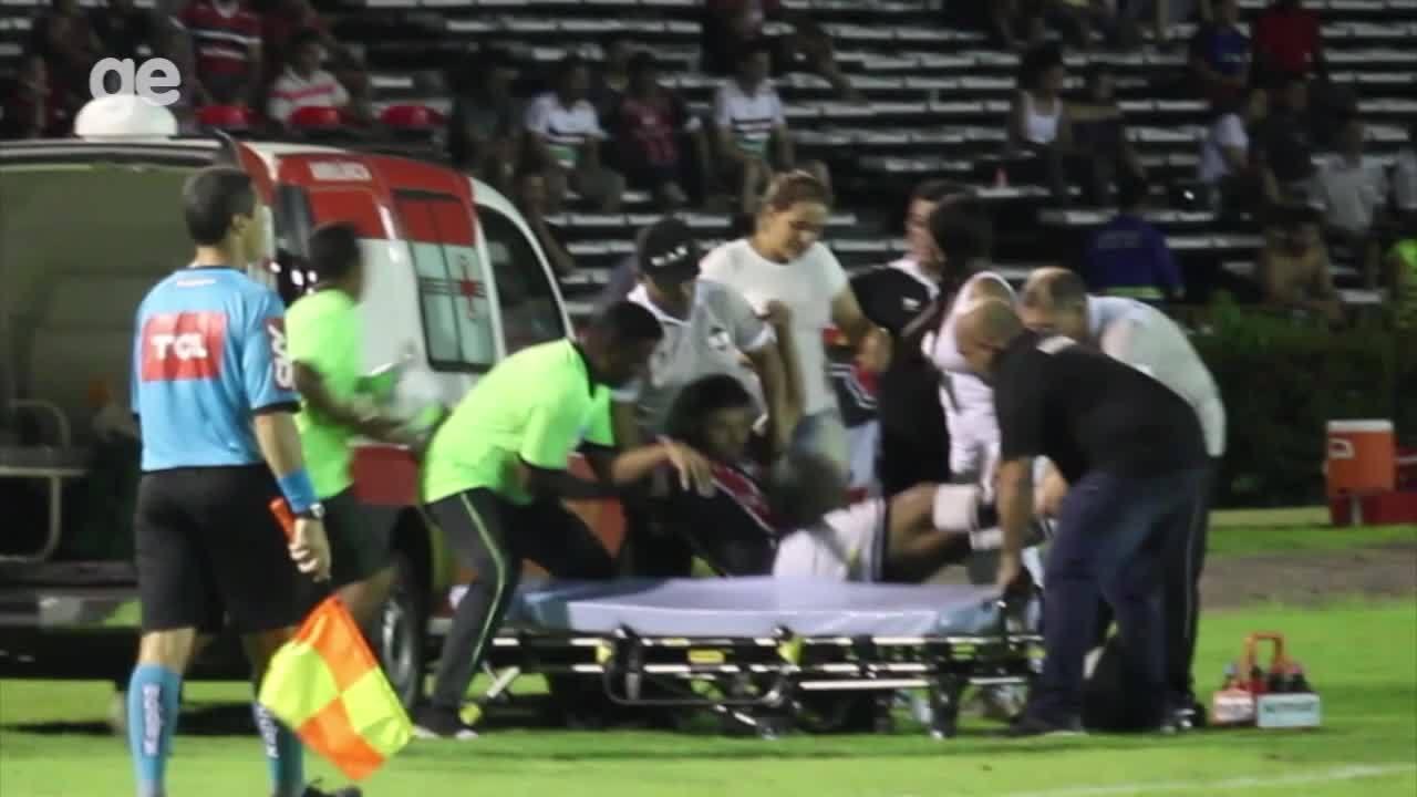 Lateral do River-PI deixa o campo de ambulância em jogo da Copa do Brasil