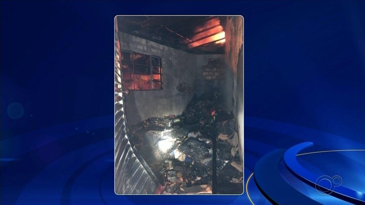 Casa pega fogo e mobiliza Corpo de Bombeiros em Taquarituba
