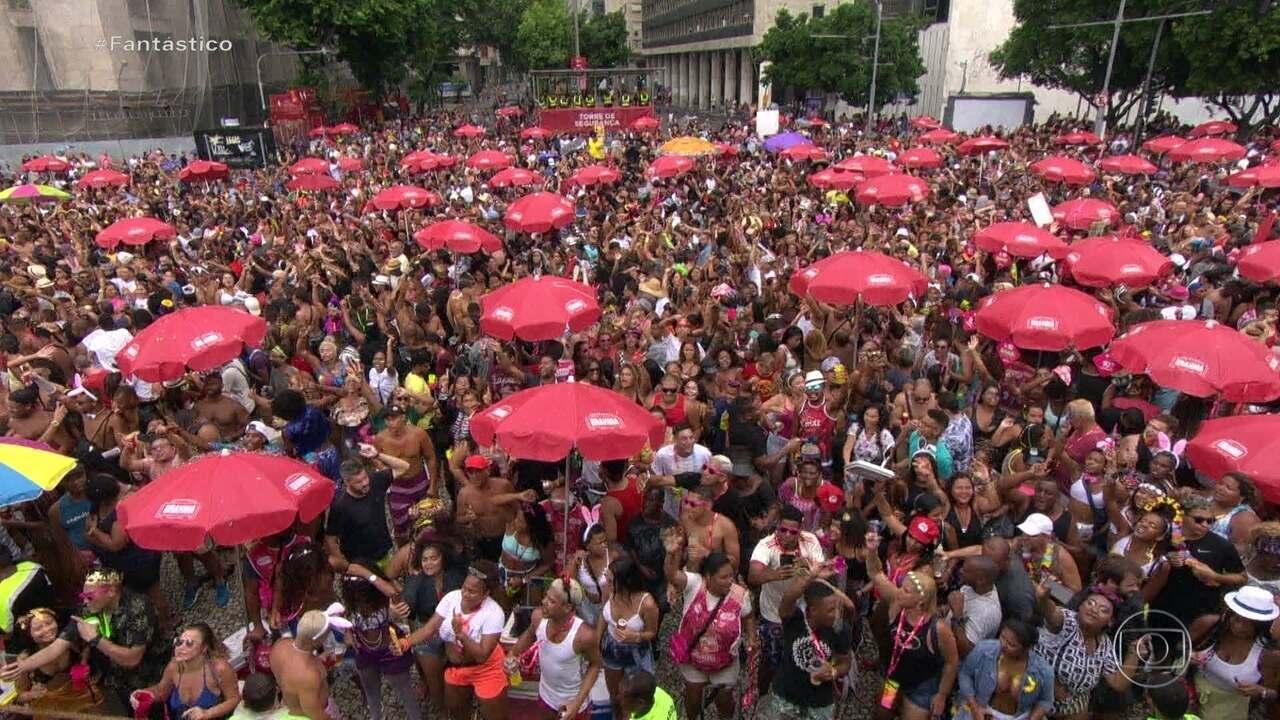 Blocos arrastam multidões no Rio e em São Paulo na despedida do carnaval