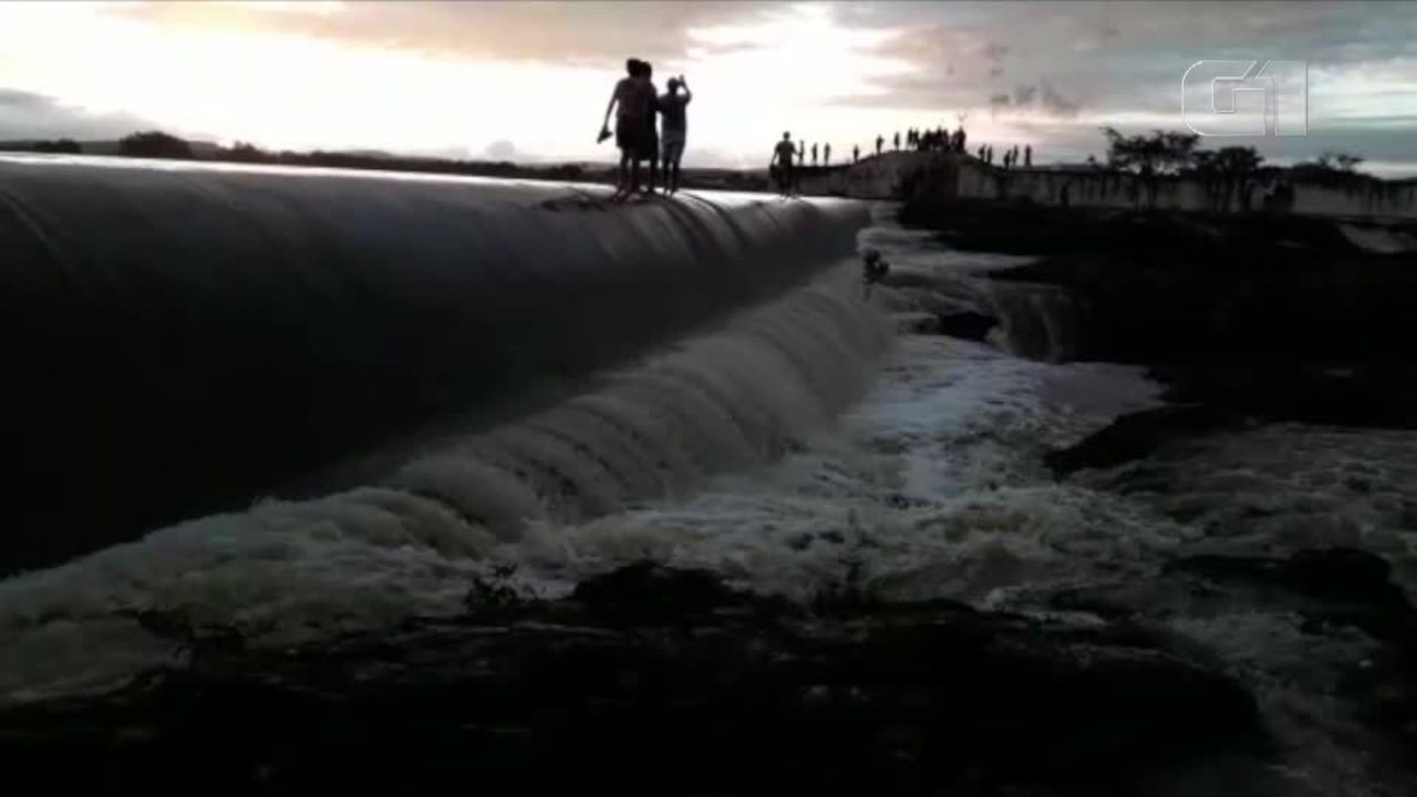 Resultado de imagem para Após cinco dias de chuvas intensas, Açude Dourado transborda no Seridó do RN; veja vídeo