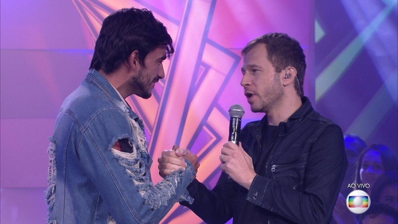 Tiago Leifert conversa com Guilherme após sua saída da casa