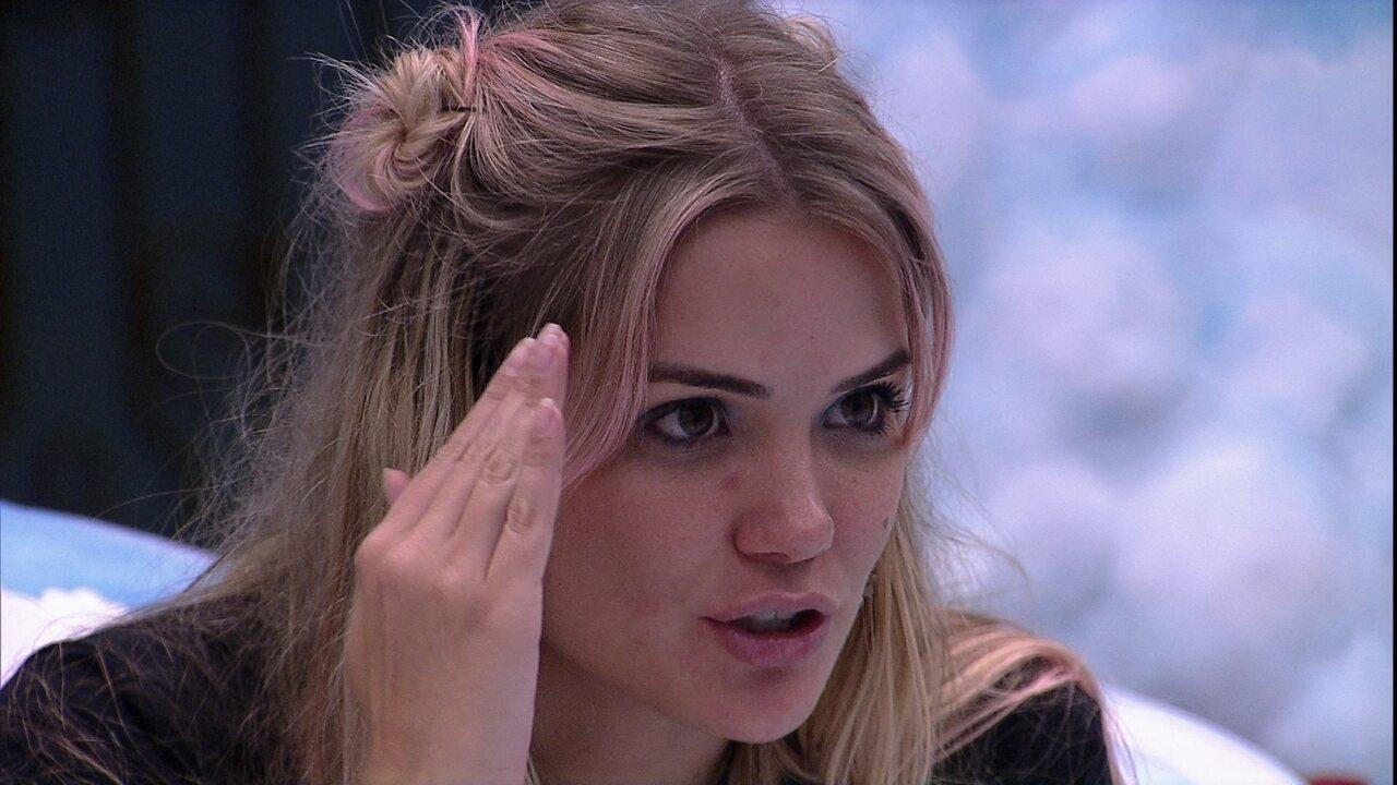 Marcela analisa reação de Felipe em discussão com Manu e Rafa