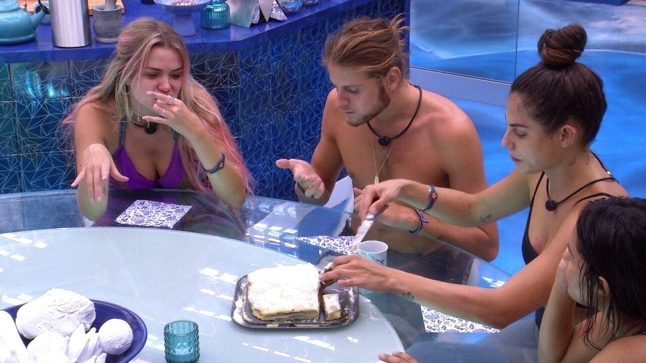 Brothers experimentam bolo preparado por Flayslane e Mari