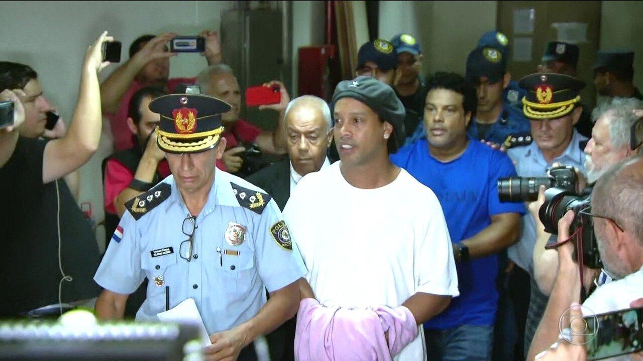 Advogados de Ronaldinho Gaúcho vão entrar com recurso para tirar ex-jogador da cadeia