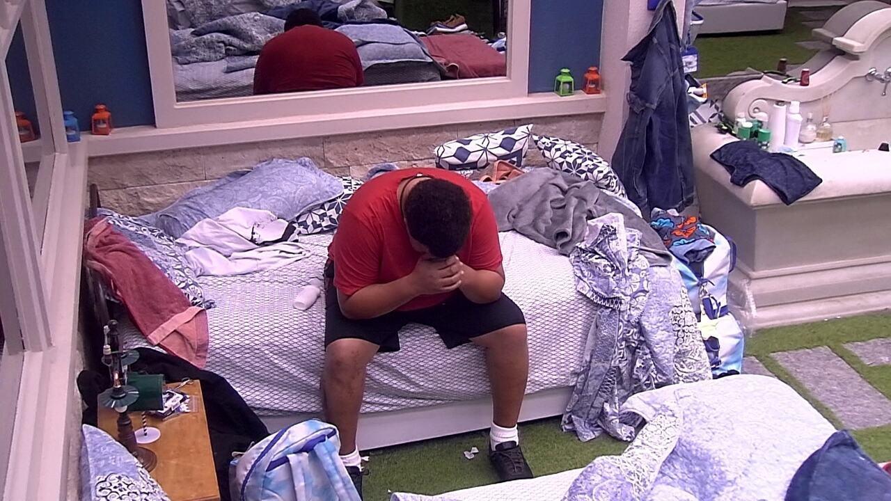 Sozinho, Babu chora após ser eliminado da Prova do Líder