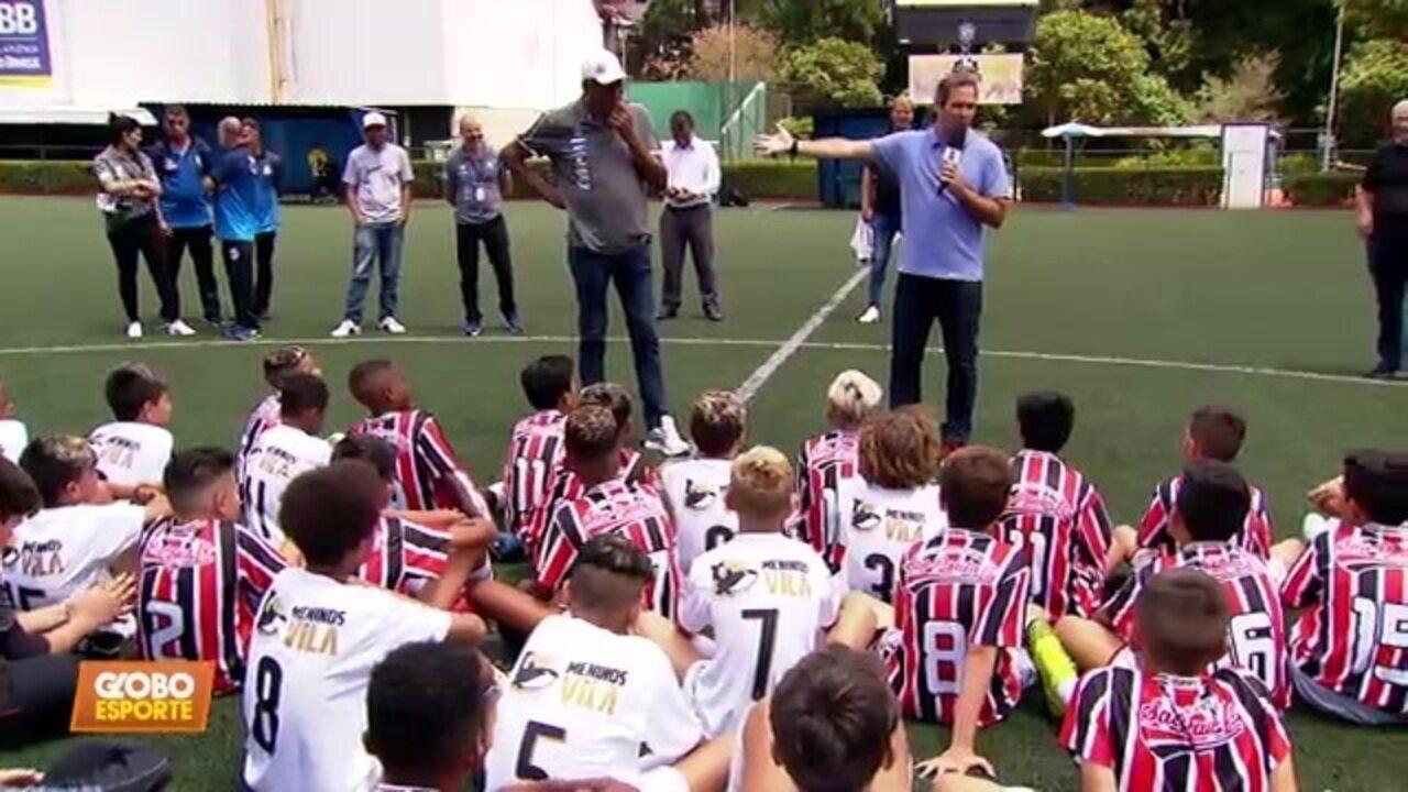 Caio Ribeiro e Serginho Chulapa se enfrentam no jogo entre escolinhas do São Paulo e do Santos