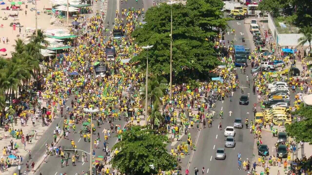 Manisfestantes vão às ruas em protesto pelo país