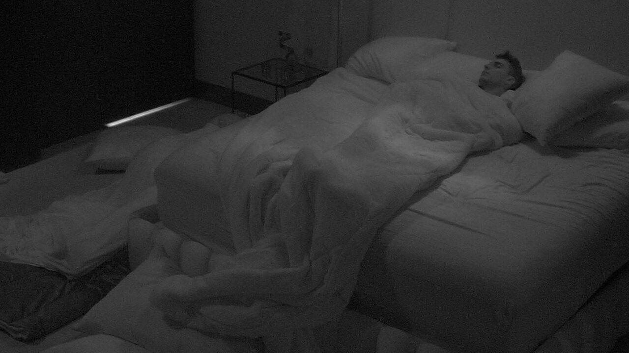 Todos dormem após noite com formação de Paredão