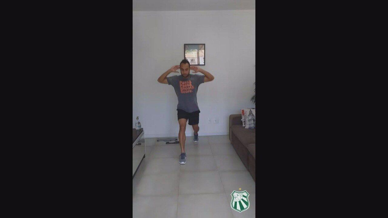 Filipe Souza, da Caldense, realiza treinamentos em casa durante paralisação