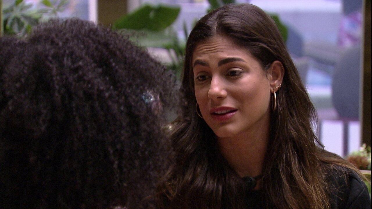 Mari recusa convite de Thelma: 'Queria que você chamasse alguma amiga sua para ir'