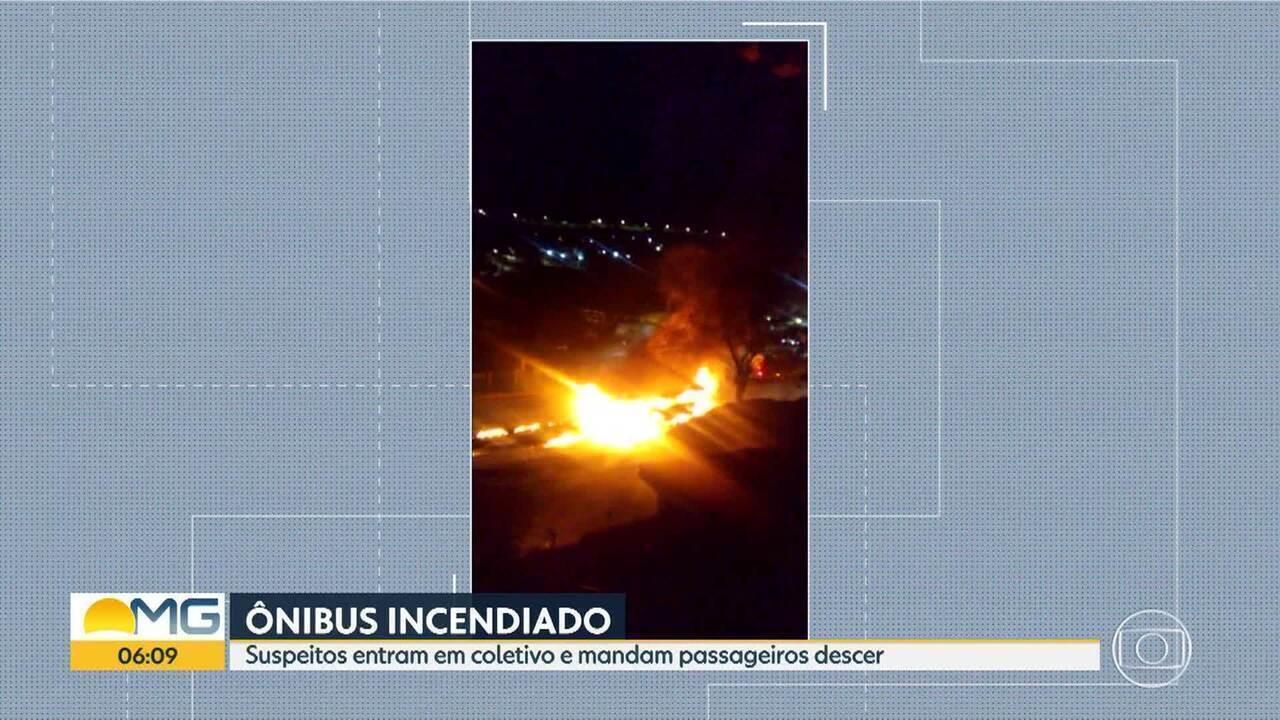 Bandidos colocam fogo em ônibus em Belo Horizonte