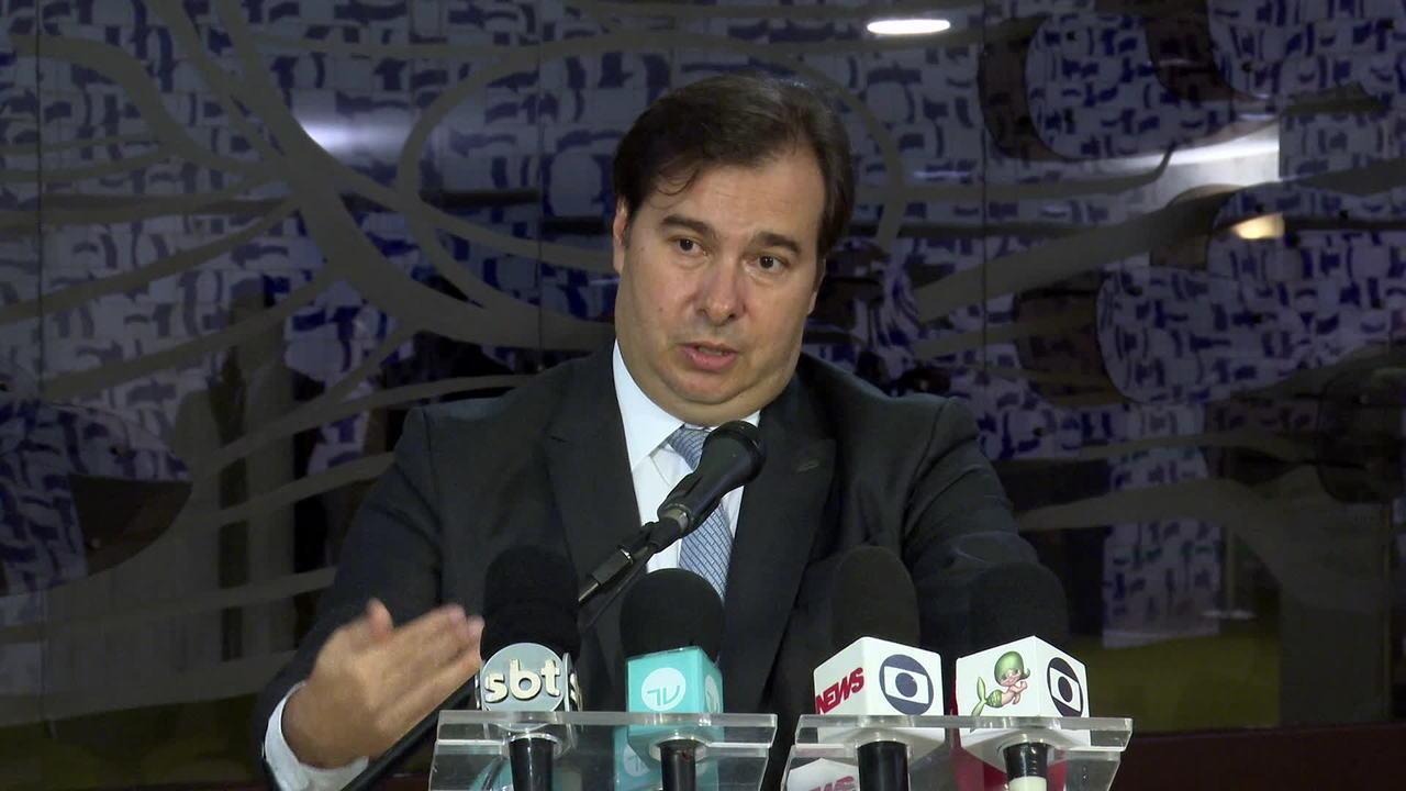 'Parlamento trabalha com valor de R$ 500', diz Rodrigo Maia sobre benefício para informais