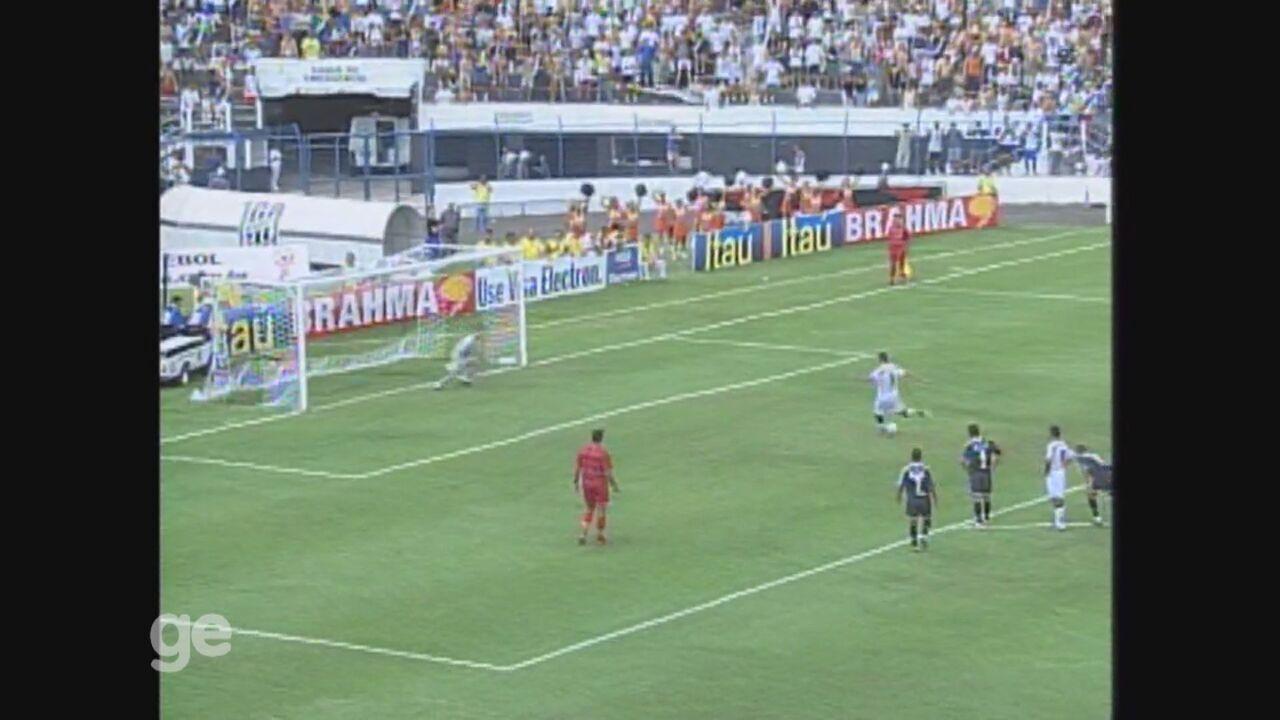Washington faz os três gols da Ponte Preta em vitória sobre o Corinthians