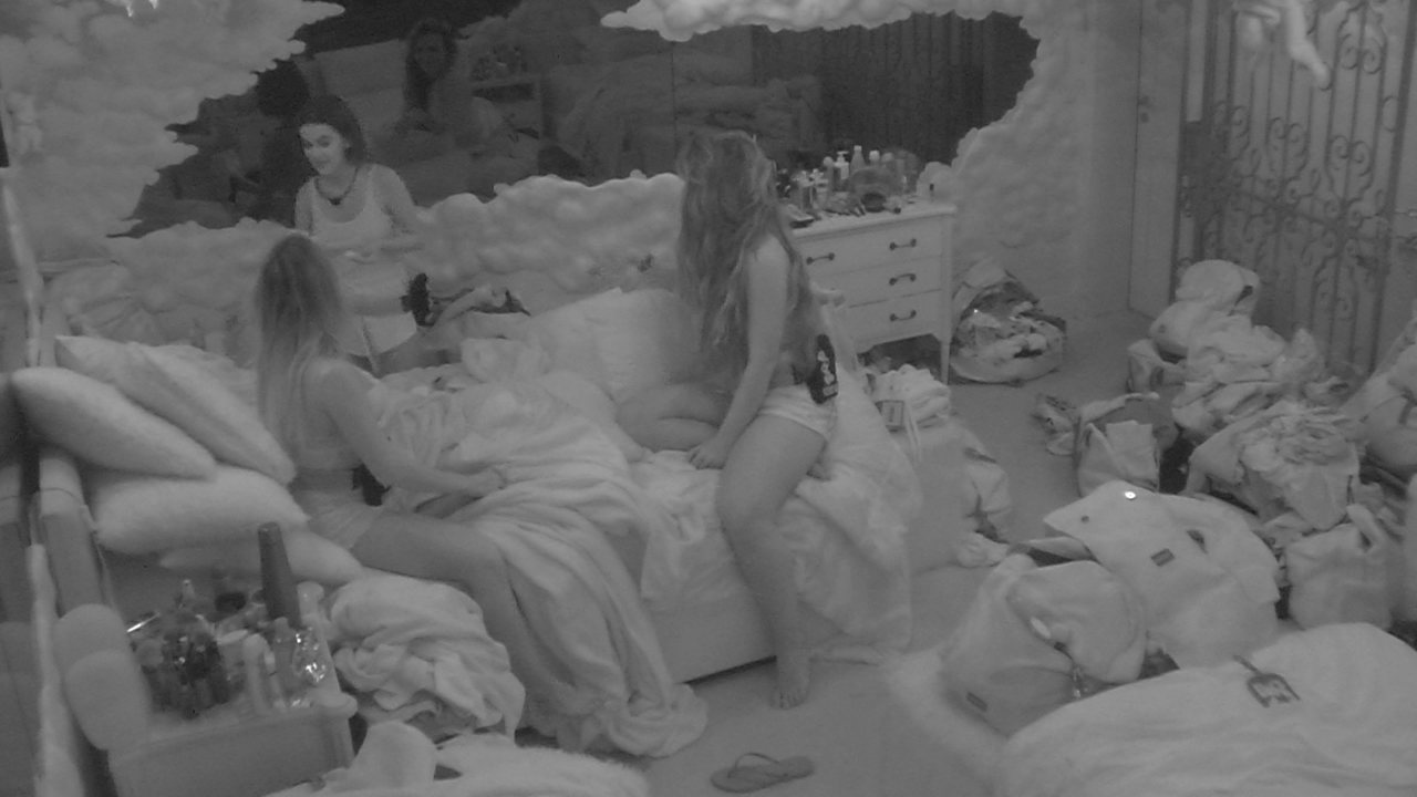 Sisters planejam prenda: 'Vamos falar que a gente ouviu algum barulho lá em cima?'
